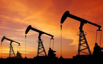 النفط يهبط 1% بفعل القلق من تنامي إنتاج الخام الأمريكي