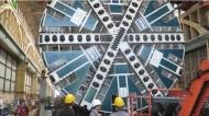 بالفيديو .. (قطار الرياض ) ينشر آلة  عملاقة لحفر أنفاق مترو الرياض