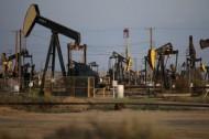 النفط يهبط مع ارتفاع المخزونات الأمريكية