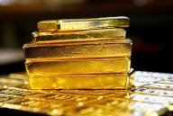 سبائك من الذهب في النمسا. صورة من أرشيف رويترز