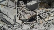 طائرات حربية تقصف أحياء مخيم خان الشيح للاجئين الفلسطينيين بريف دمشق