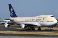 الخطوط السعودية: إجراءات السلامة تفرض التحليق حتى يجف المدرج