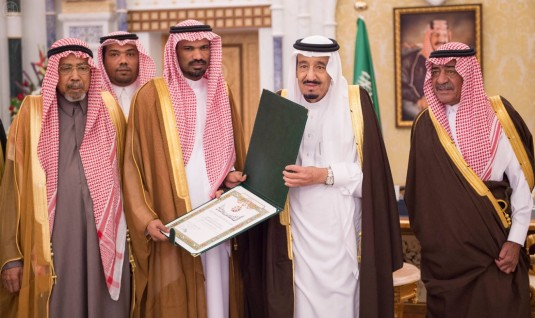 خادم الحرمين الشريفين يستقبل القنصل السعودي في عدن