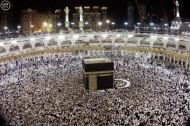 جموع المصلين يؤدون صلاة العشاء والتراويح ليلة 27 في المسجد الحرام