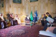 سمو ولي العهد يقوم بزيارة رئيس الوزراء الفرنسي