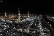 جموع المصلين يؤدون صلاة القيام ليلة الـ 27 في المسجد النبوي
