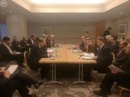 وزير الخارجية يعقد اجتماعاً مع وزراء خارجية أمريكا وقطر