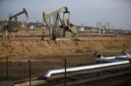 النفط يقفز مع تزايد الغموض في السوق بعد وفاة ملك السعودية