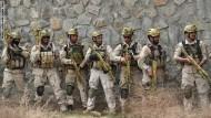 الرهينة الأمريكي الذي قتل بأفغانستان اتصل بزوجته في إطار وساطة لتحريره