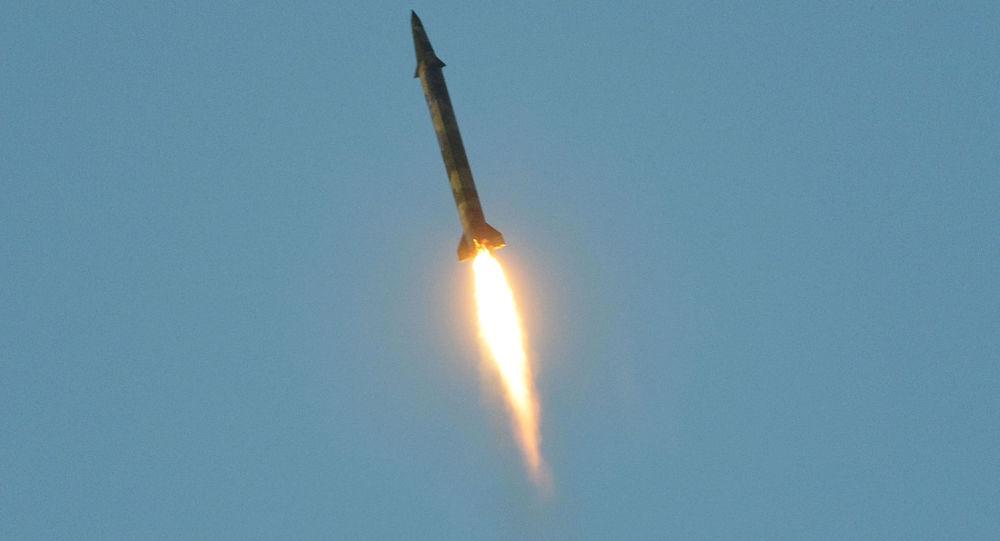 الدفاع الجوي يرصد صاروخاً من نوع بدر أطلق باتجاه نجران وسقط بمنطقة صحراوية