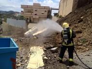 مدني الباحة يباشر سقوط جدار منزل وخزان غاز بقرية السرفة