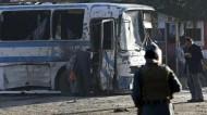 قتلى ومصابون في تفجيرين استهدفا جنود الجيش الأفغاني