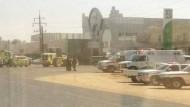 """""""الدفاع المدني"""" يسيطر على حريق بمستودعين لمصنع البوليسترين بتبوك"""