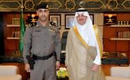 أمير المنطقة الشرقية يقلد ضابطين رتبتيهما الجديدتين