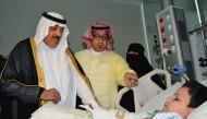 الأمير متعب بن عبدالله يزور الطفل ريان والتوأمين السيامي اليمني والطفيلي المصري