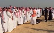 أمير المنطقة الشرقية يؤدي صلاة الميت على الإعلامي الثبيتي