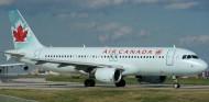 إصابة 23 راكبا جراء انزلاق طائرة كندية في مطار هاليفاكس