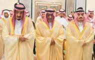 خادم الحرمين الشريفين يؤدي صلاة الميت على الأمير عبدالله بن عبدالعزيز بن مساعد بن جلوي