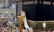 رئاسة الحرمين ترفع ثوب الكعبة المشرفة بمقدار ( 3 ) أمتار