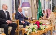 خادم الحرمين الشريفين يستقبل الرئيس التنفيذي مؤسس المنتدى الاقتصادي العالمي