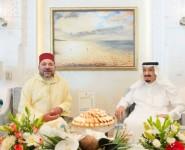 خادم الحرمين الشريفين يستعرض مع ملك المملكة المغربية العلاقات الأخوية بين البلدين