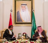 الملك سلمان يستقبل نائب رئيس الوزراء لشؤون مجلس الوزراء بسلطنة عمان