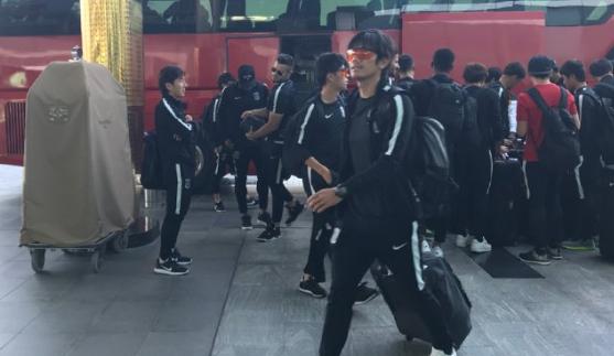 وصول بعثة نادي أوراوا ريدز الياباني إلى الرياض