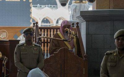الشيخ بن حميد: سؤال المرأة أهل العلم عن أمر دينها حق مشروع