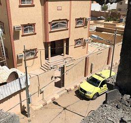 إصابة مقيمة نتيجة سقوط شظايا مقذوفات عسكرية على أحياء سكنية في نجران