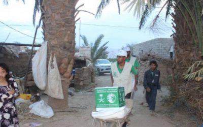 مركز الملك سلمان للإغاثة يوزع 1500 سلة غذائية في مأرب اليمنية
