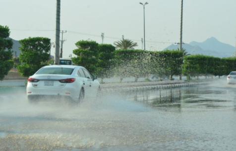 هطول أمطار رجال ألمع ومحايل 2018-05-17_225342.pn