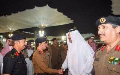 أمير المدينة المنورة ونائبه يلتقيان بالقيادات الأمنية في ساحات المسجد النبوي الشريف