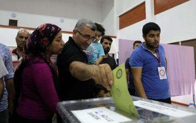 بدء التصويت في الانتخابات الرئاسية والبرلمانية بتركيا