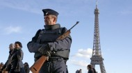فرنسا تمدد حالة الطوارئ إلى ثلاثة أشهر