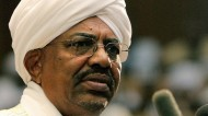البشير يعين رئيسا جديدا لهيئة الأركان السودانية