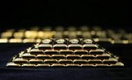 أسعار الذهب يسجل انخفاضًا طفيفًا مع ارتفاع الدولار