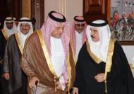 ملك البحرين يستقبل الامير سعود الفيصل و الامير خالد بن بندر و الامير محمد بن نايف