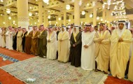 أمير الرياض يؤدي صلاة الميت على الأمير عبدالله بن فهد الفيصل الفرحان آل سعود