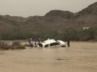 وفاة أم وابنتها جراء انجراف سيارتهن ببطن وادي قنونا شرق محافظة الليث