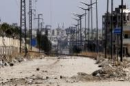صورة من أرشيف رويترز لمدخل حي الوعر في حمص.