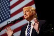الرئيس الأمريكي المنتخب دونالد ترامب في مؤتمر في وست أليس بولاية ويسكونسن الأمريكية في إطار جولة شكر الناخبين. تصوير شانون ستيبلتون - رويترز.