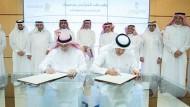 سلطان بن سلمان يوقع عقد تأجير حي سمحان لشركة الضيافة التراثية