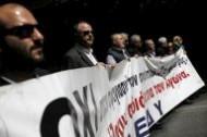 إضراب عام يشل اليونان اعتراضا على إصلاح أنظمة الضرائب والتقاعد