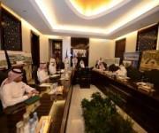الأمير خالد الفيصل يستعرض مشاريع أمانة الطائف