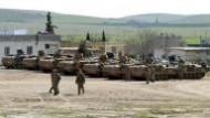 تركيا تنشر قوات اضافية وعتادا على حدودها مع سوريا