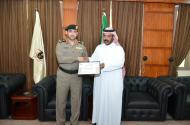 مدير شرطة حائل وبتوجيه من امير حائل يكرم طلال كنعان الشمري