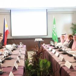 نائب أمير منطقة جازان يؤدي صلاة الميت على شهيد الواجب الرقيب حمدي