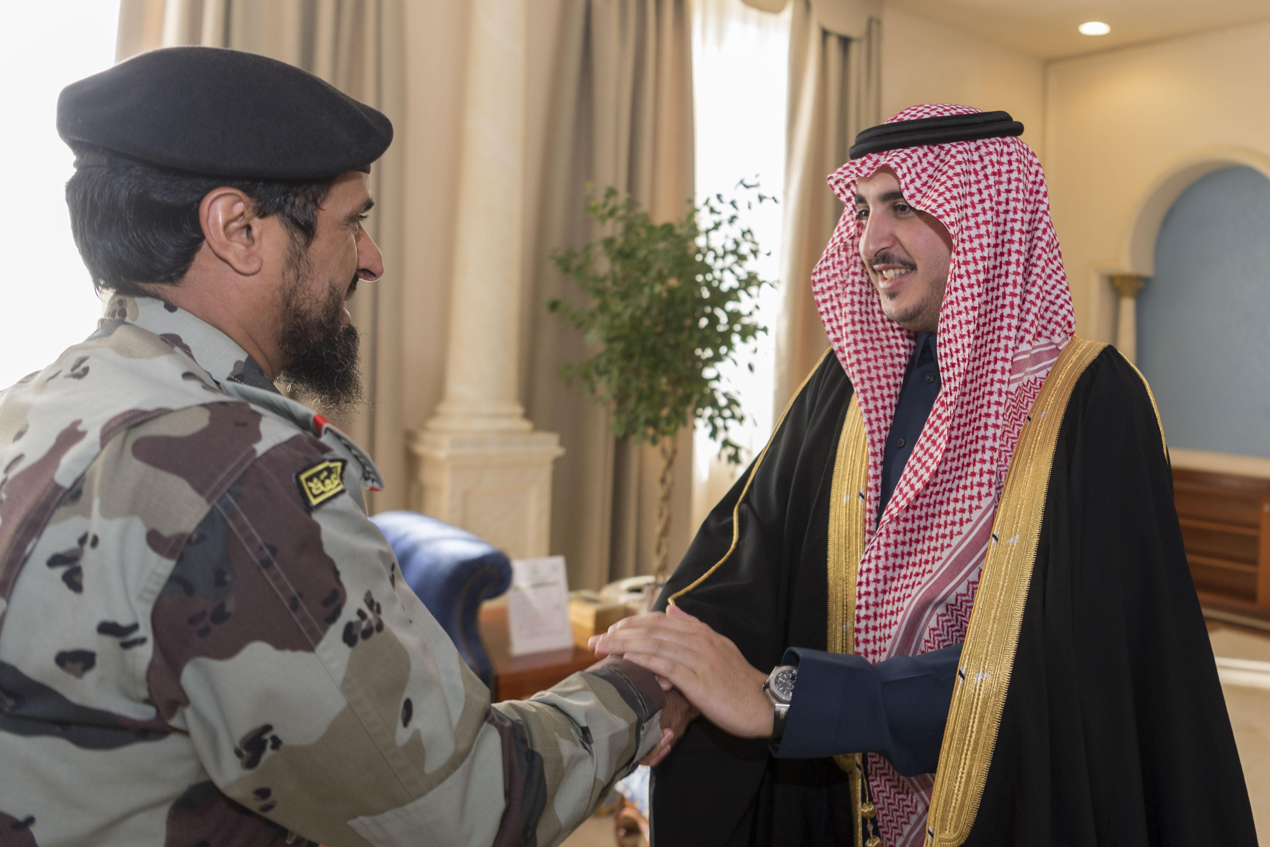 أمير الجوف يستعرض المنتجات السكنية مع مدير فرع الإسكان