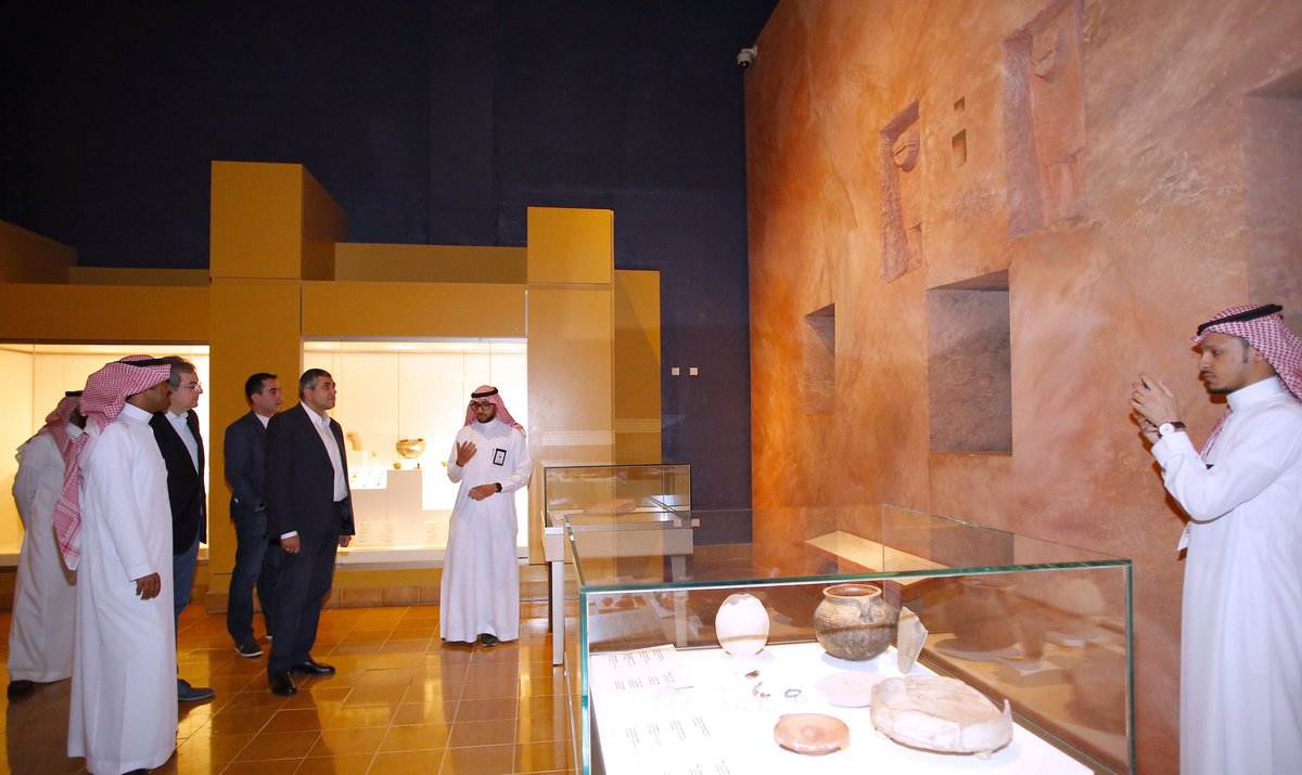 أمين منظمة السياحة العالمية يزور المتحف الوطني بالرياض