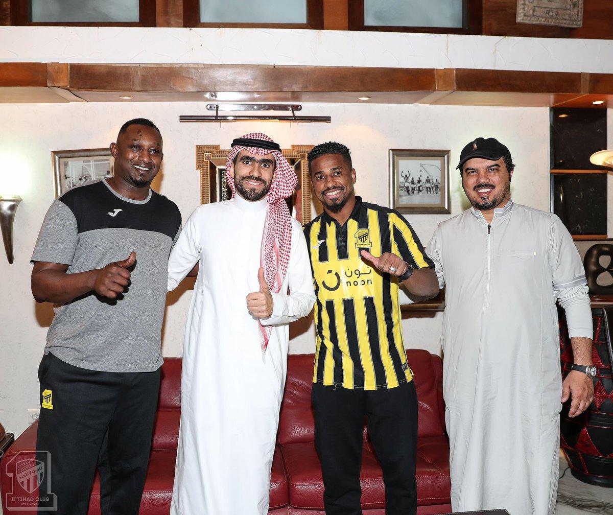 ناصر الشمراني يوقع عقده الرسمي مع الاتحاد حتى نهاية الموسم